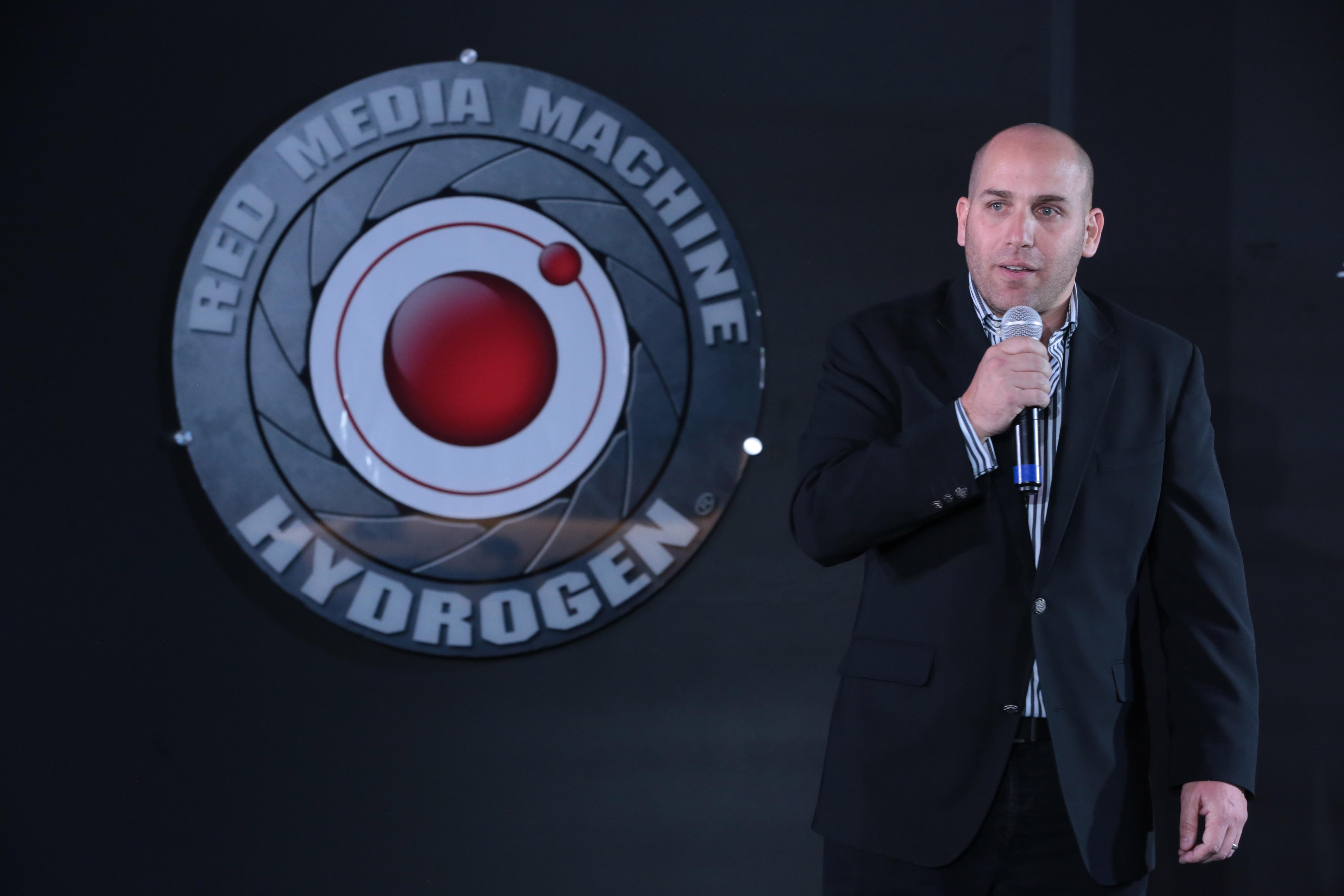 Micky Ríos trajo a Oakley y Under Armour y ahora viene con Red Hydrogen