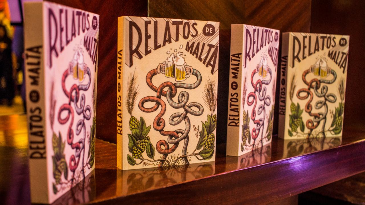 Relatos de Malta: cerveza en un libro de bagazo