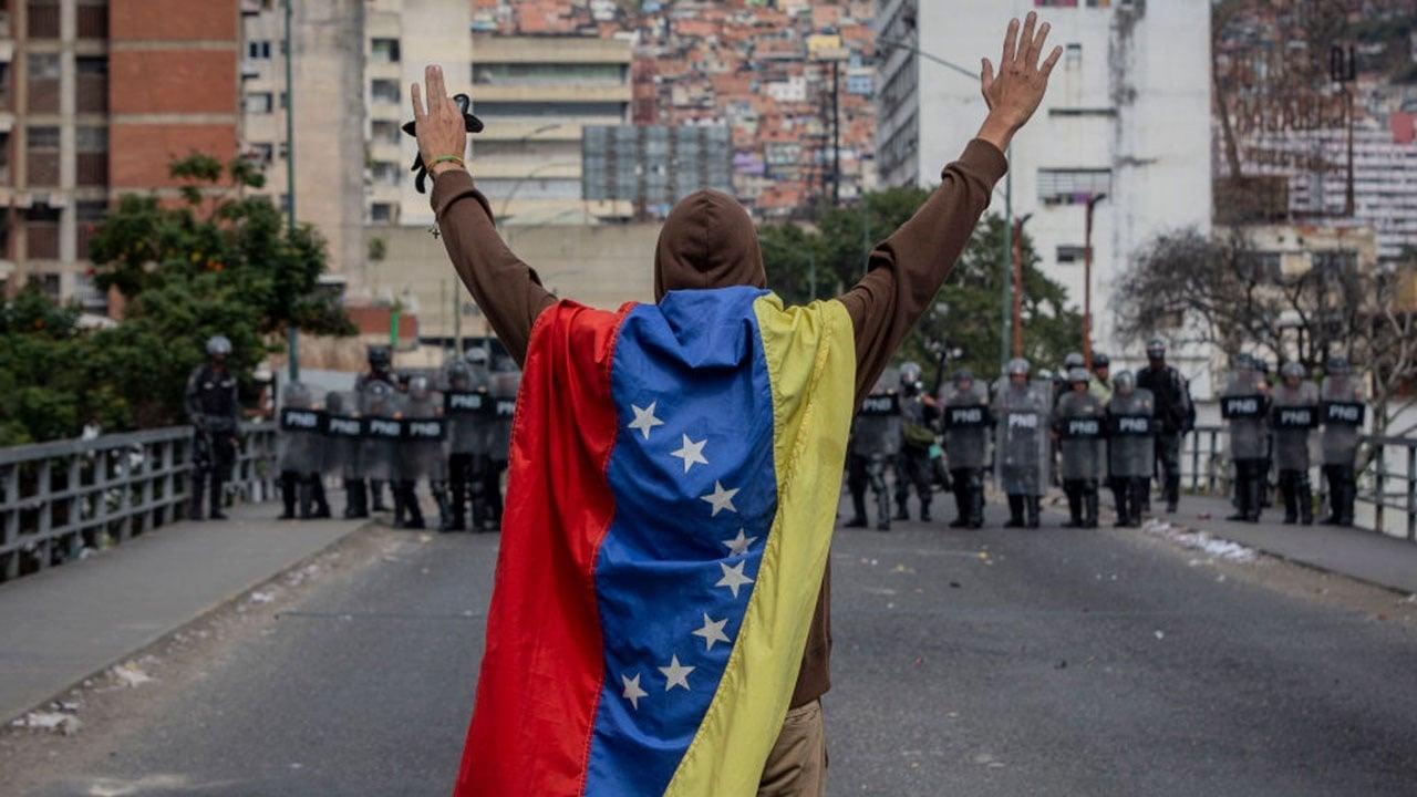 Estados Unidos tiene contacto con militares venezolanos: funcionario