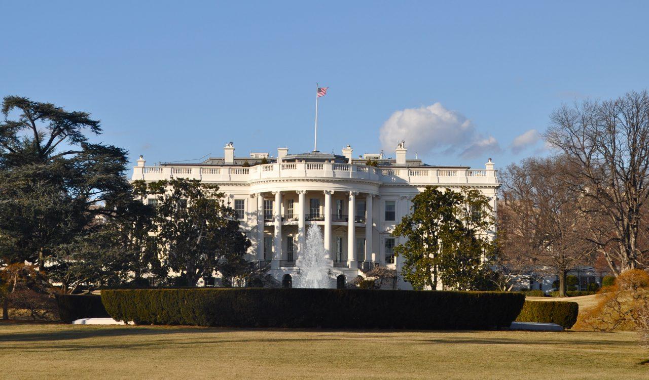 Casa Blanca ve pocos riegos de una recesión; impulsa conversaciones comerciales con China