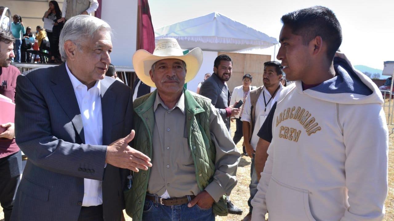 AMLO pide en Edomex fin al huachicoleo; ofrece apoyos de hasta 8,000 pesos