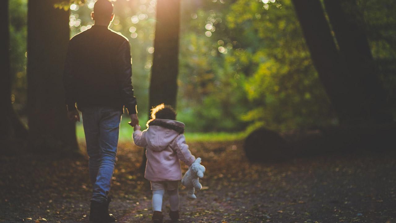 Tener una hija hace a los hombres menos sexistas: estudio