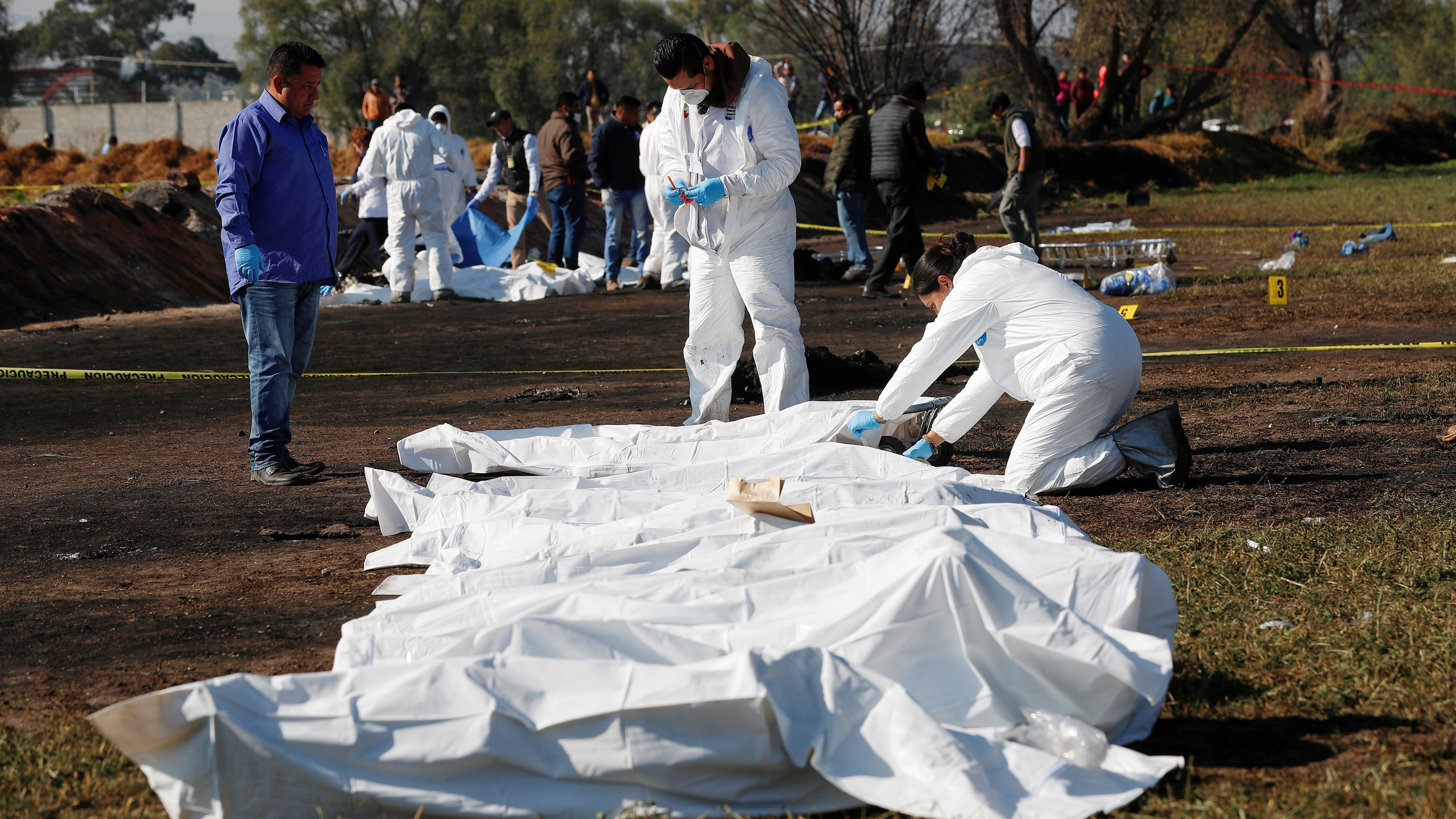 Suman 98 fallecidos por explosión en Hidalgo