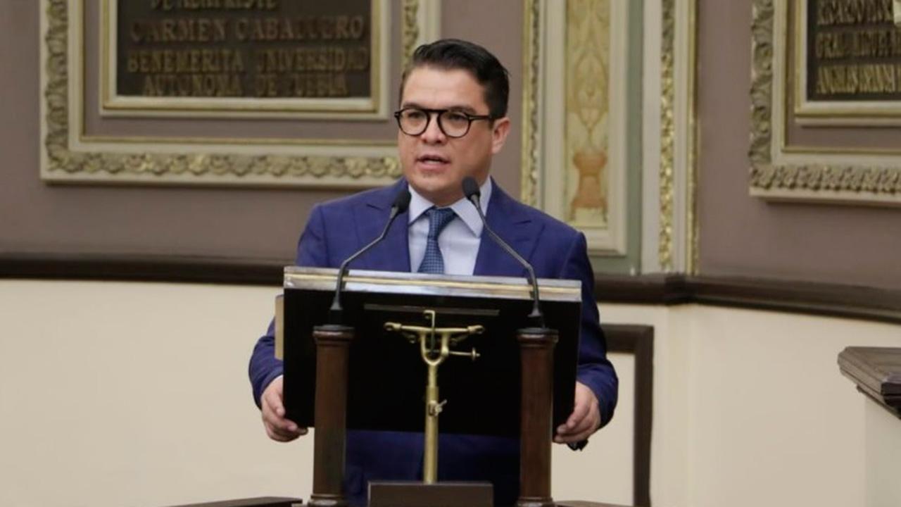 El diputado Gerardo Islas recibe Doctor Honoris causa por la UNAM