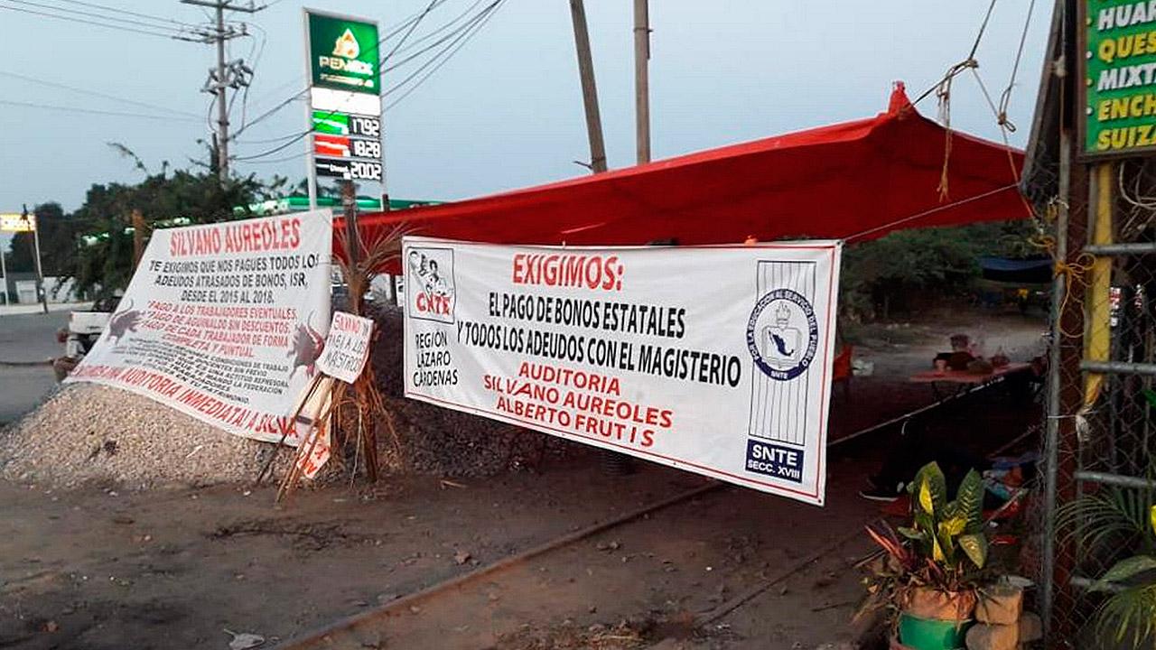 Autoridades y CNTE logran 'acuerdos productivos' para impedir bloqueos