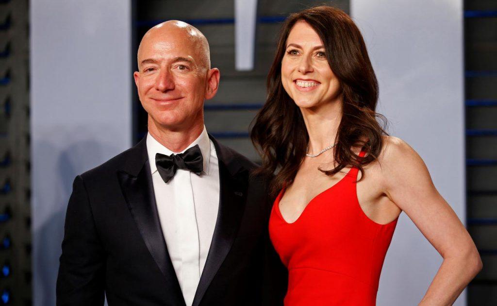 El matrimonio Bezos-MacKenzie llegó a su fin tras 25 años y cuatro hijos. Foto Reuters.