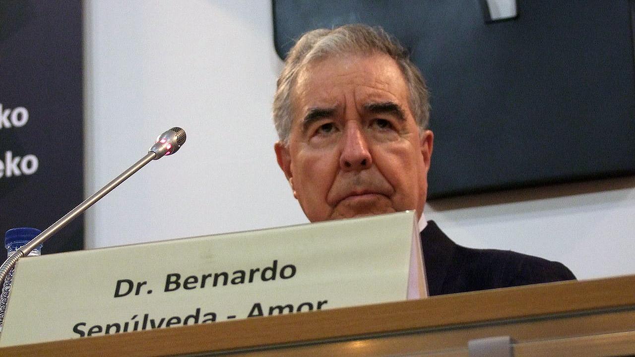 AMLO apuesta al diálogo en Venezuela, propone a Sepúlveda como mediador