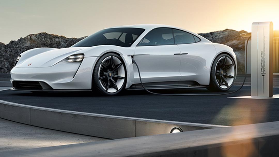 Porsche ofrece tres años de carga gratuita para su primer automóvil eléctrico