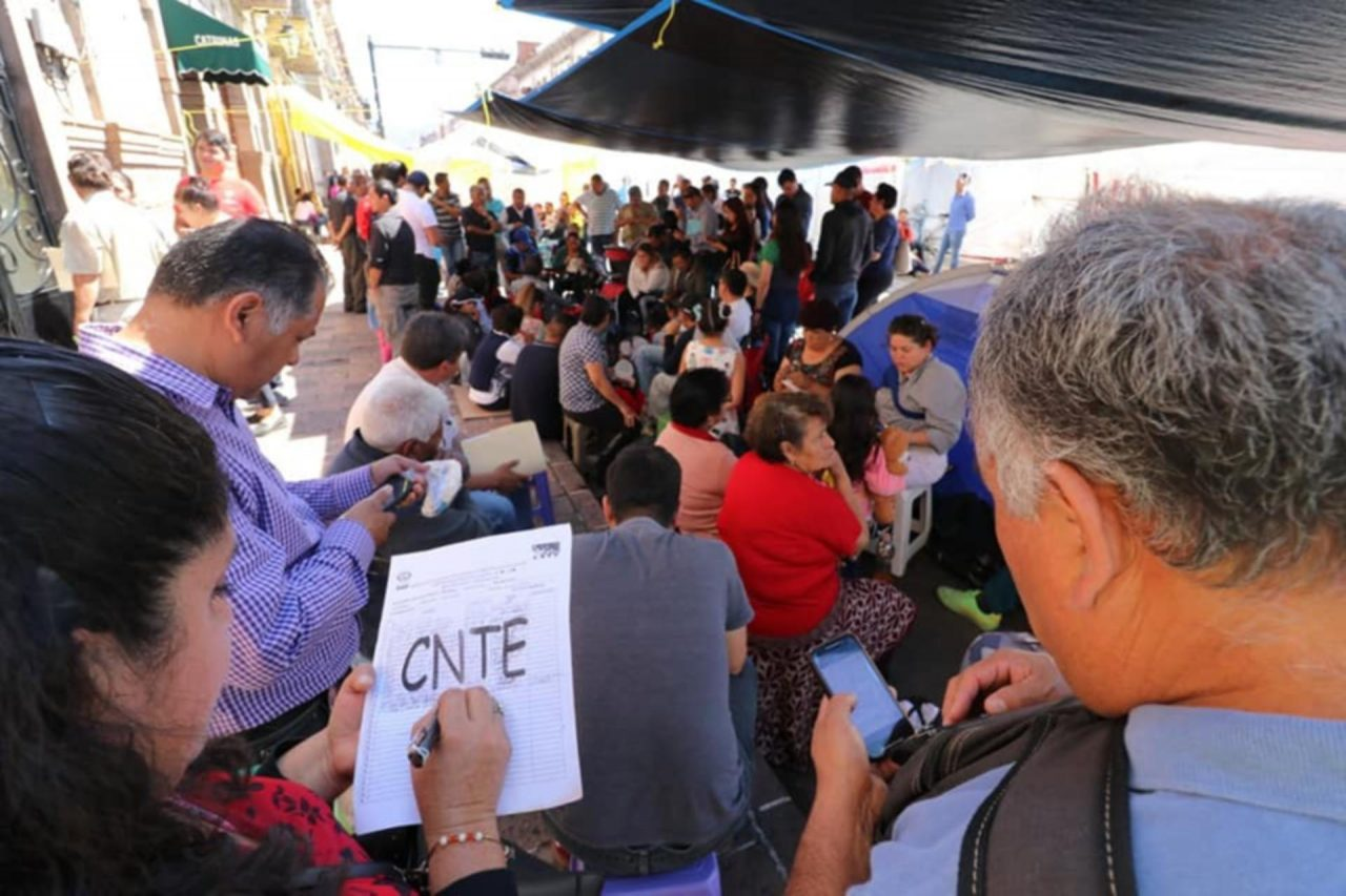 CNTE rechaza aumento salarial propuesto por AMLO; pide 30%
