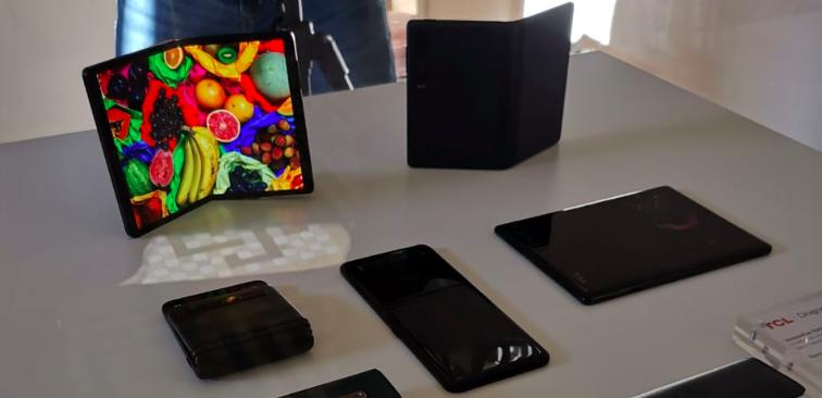 MWC2019 | Alcatel quiere llevar los teléfonos flexibles a la gama media