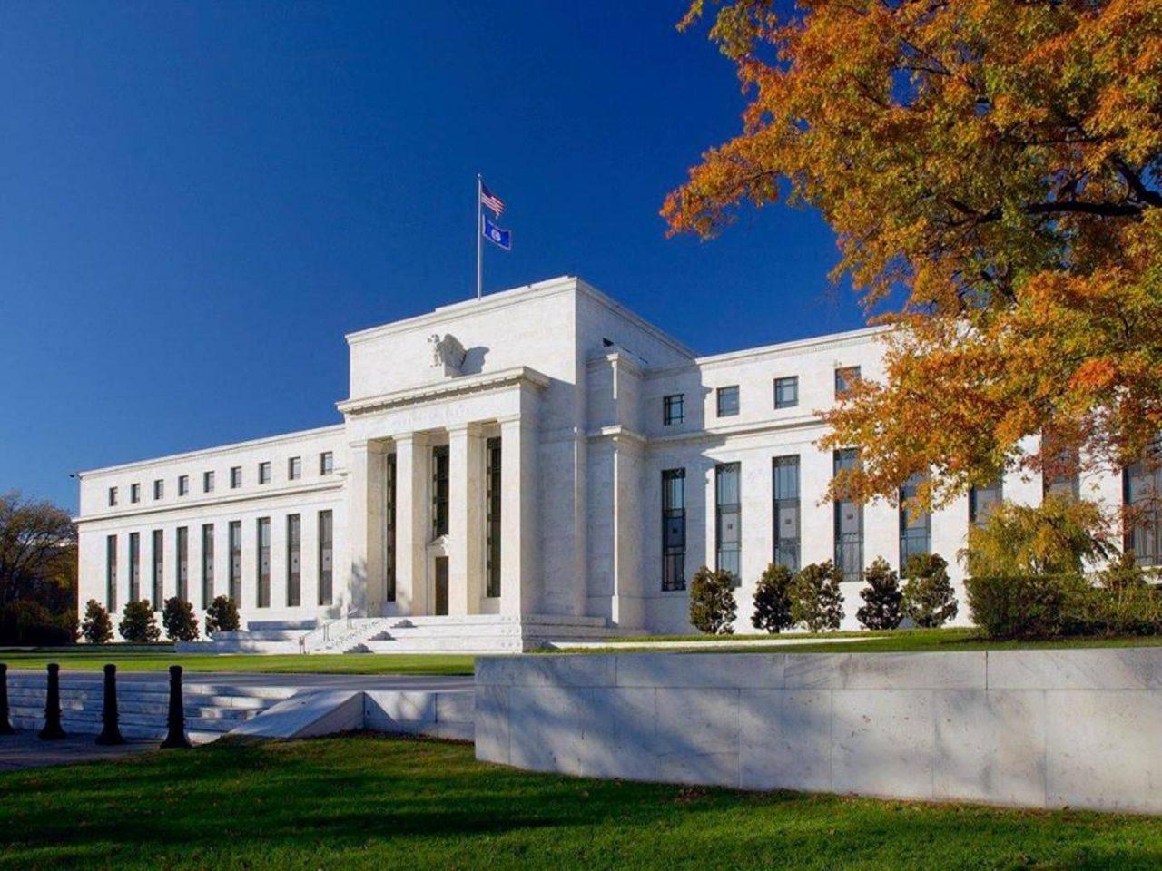 Fed mantiene tasas de interés sin cambios; anticipa desaceleración económica