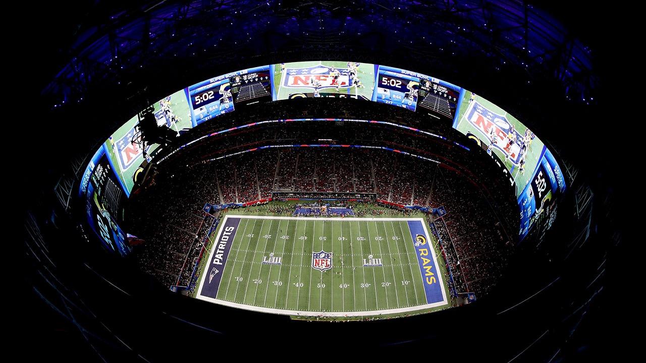 Patriots aventajan a Rams en medio tiempo del Super Bowl