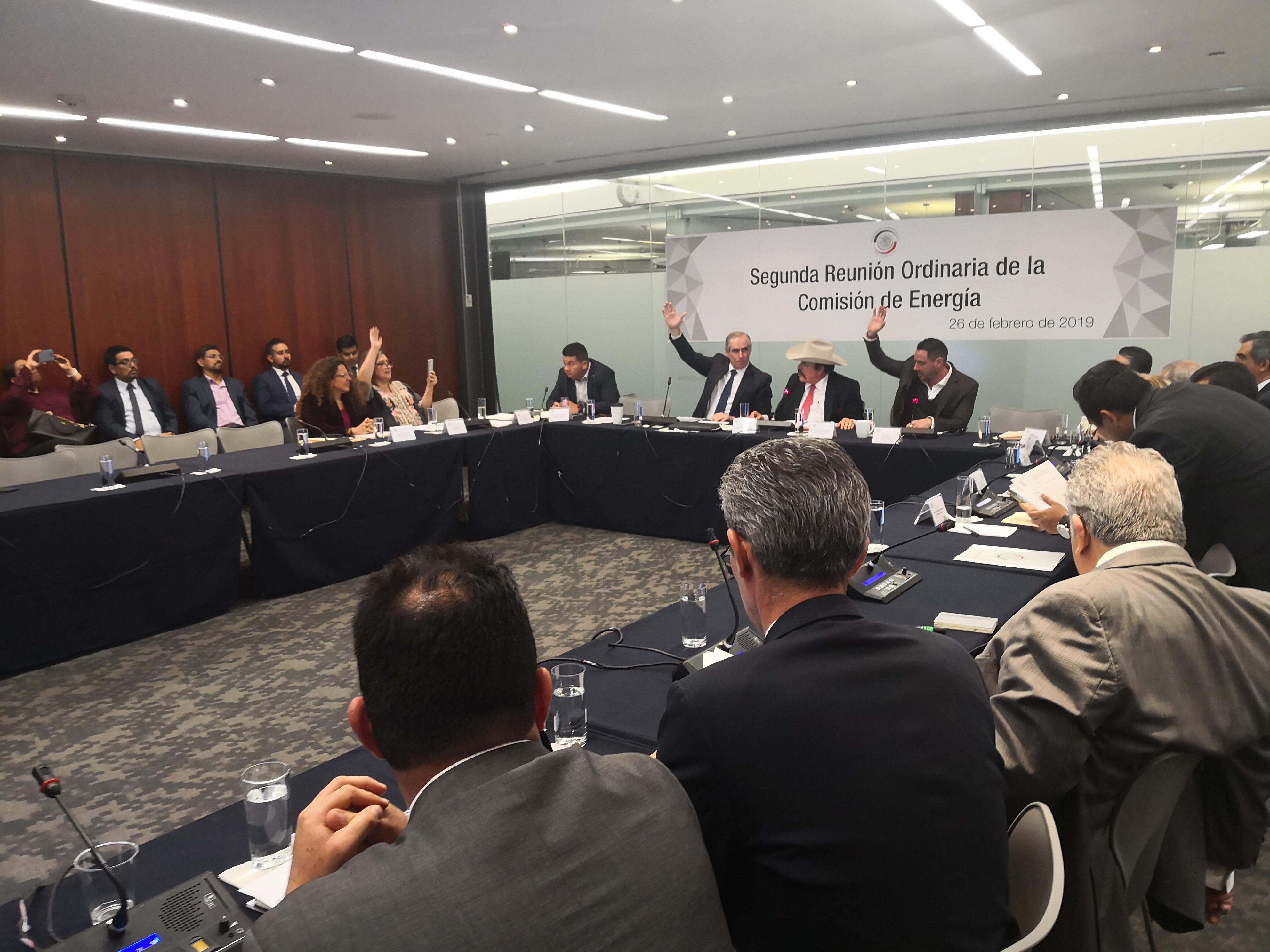 Pese a críticas, Comisión de Energía del Senado aprueba candidatos a la CRE