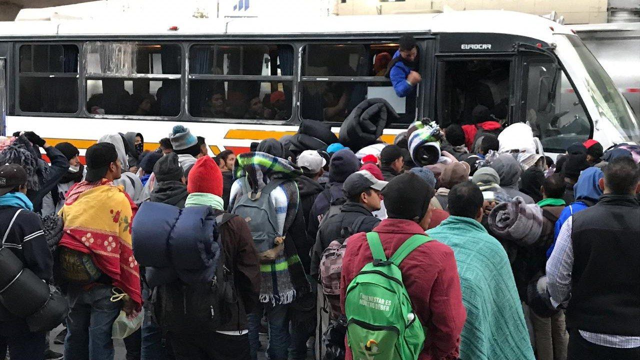 Bajan a 22 migrantes de autobús en Tamaulipas; AMLO descarta desaparición