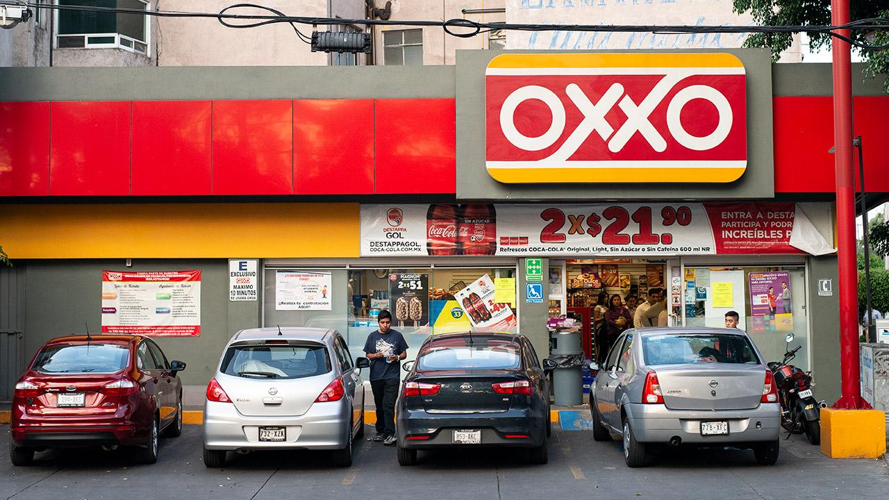 Ocho de cada 10 depósitos fuera de bancos se hacen en Oxxo