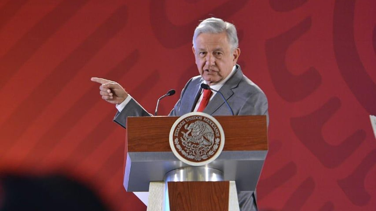 AMLO llama al diálogo por reforma educativa, tras presión de la CNTE