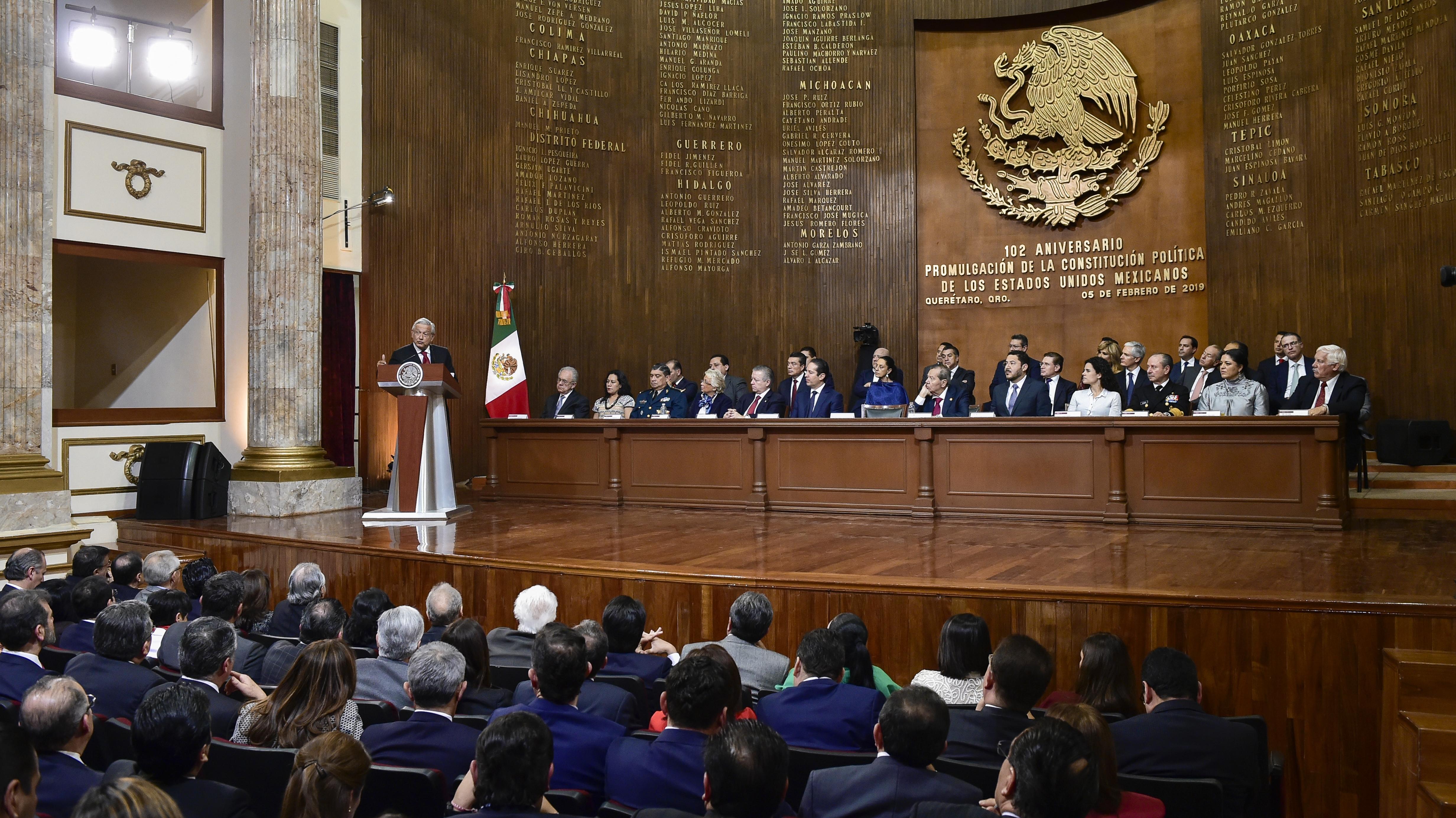 AMLO apuesta por reformar Constitución, pero no cierra la puerta a una nueva