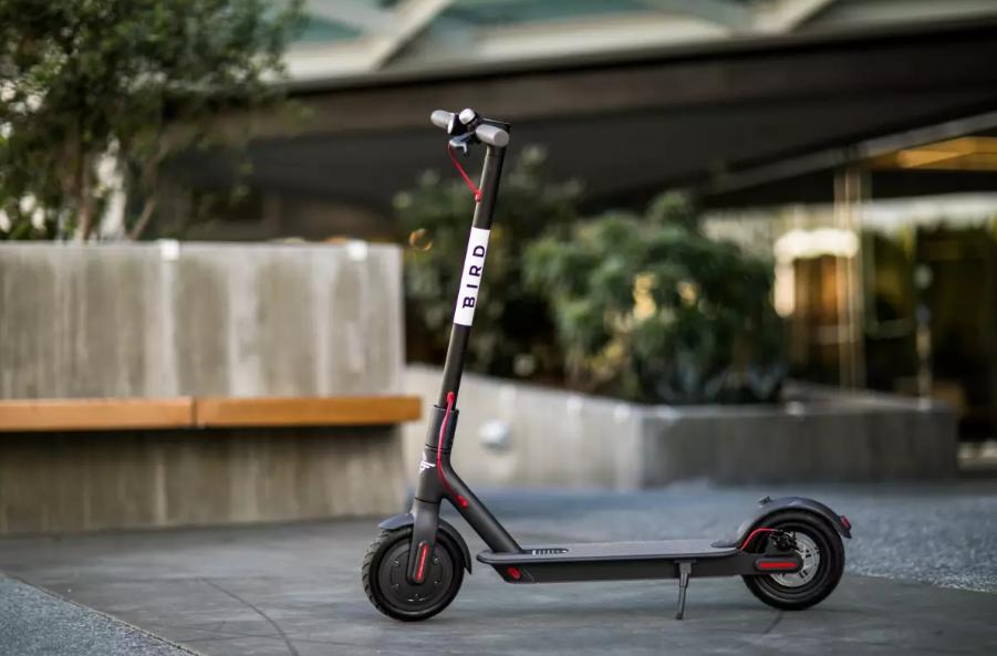 Ganan hasta 36,000 pesos por levantar el scooter que botas en la calle