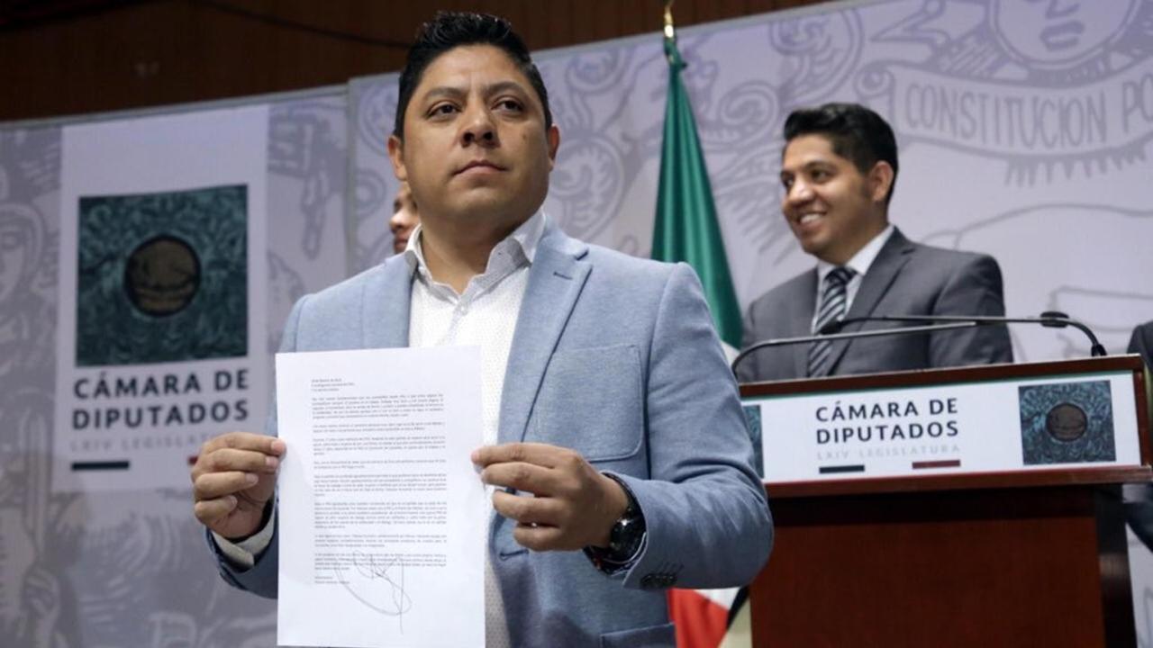 Nueva desbandada en el PRD: 9 diputados salen… y se acercan a Morena