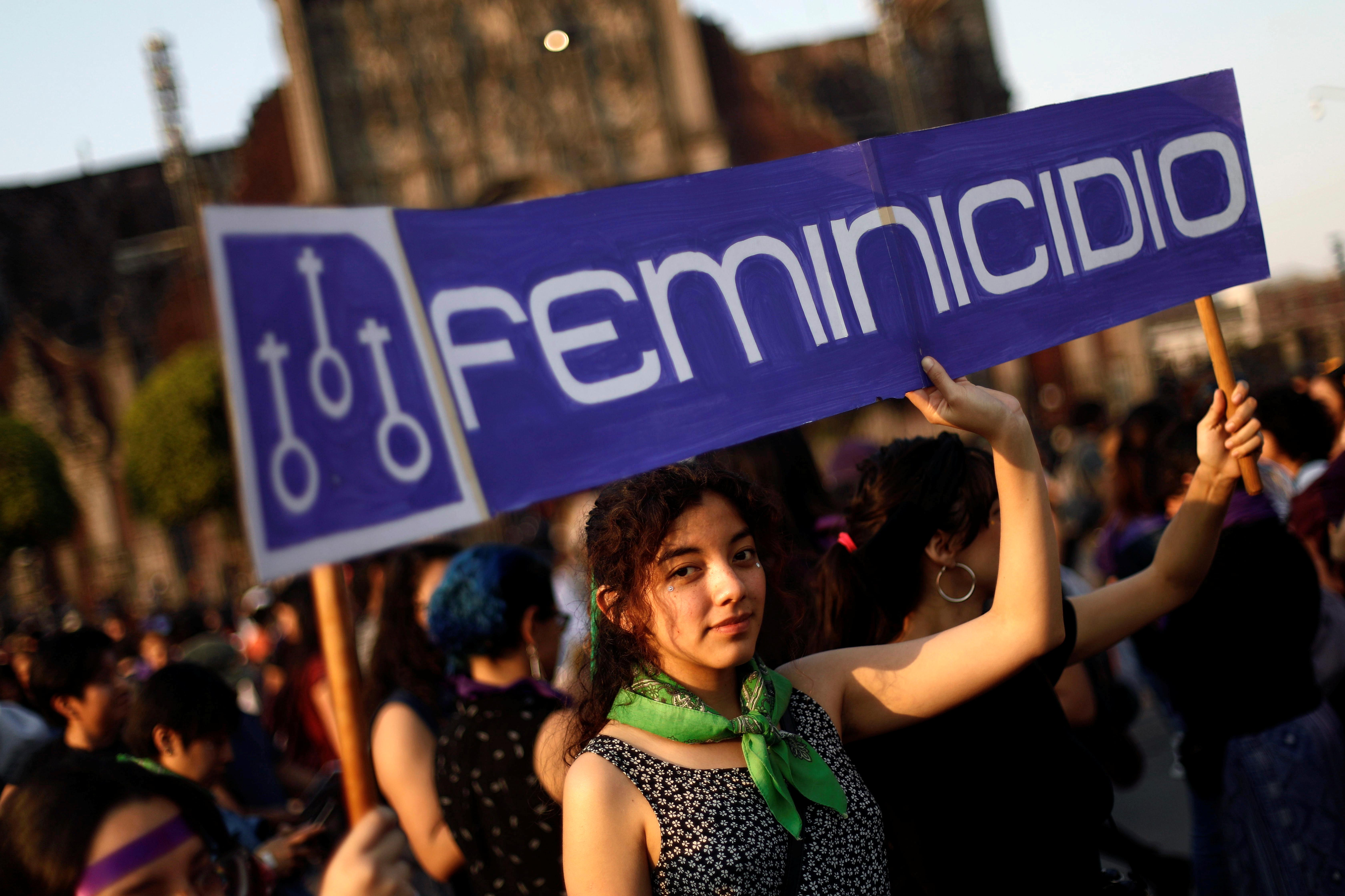 Silbatos, listones… y un llavero, así es como la CDMX busca proteger a las mujeres