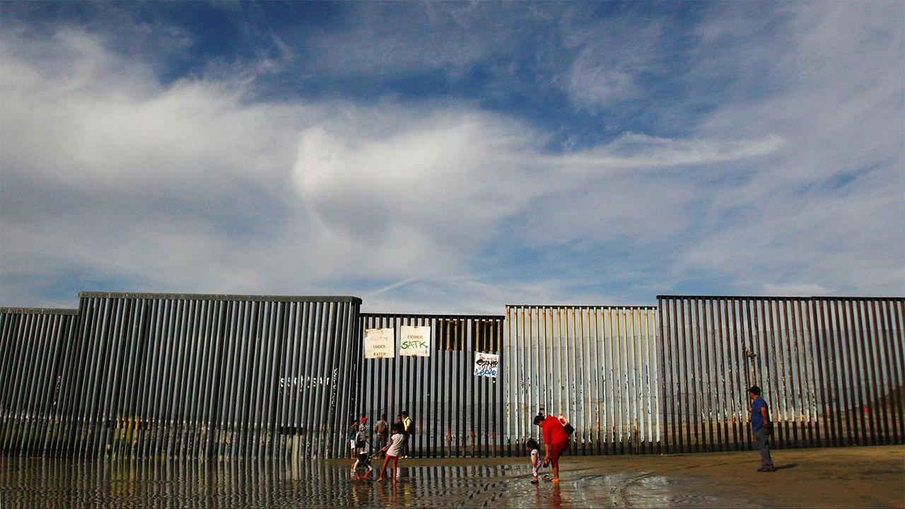 Trump quitaría dinero a escuelas militares para construir muro en la frontera