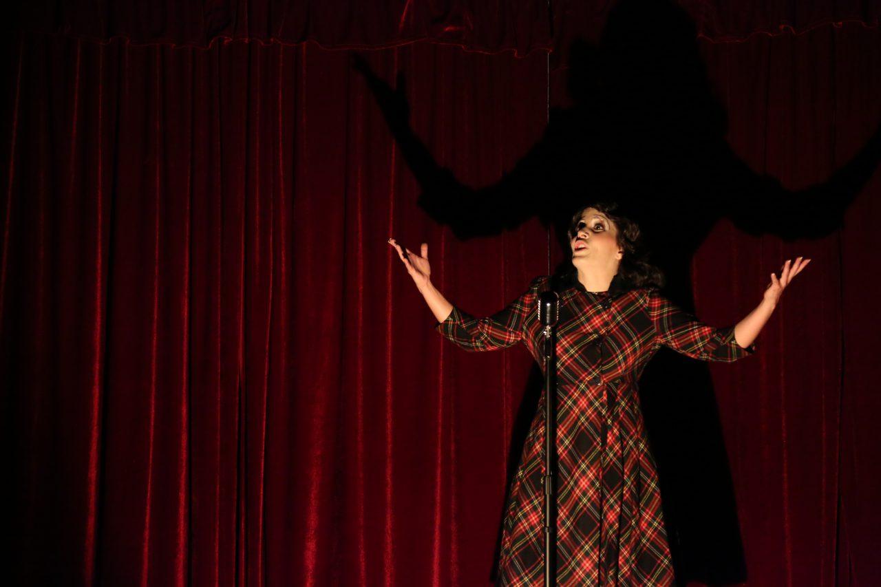 La desgraciada 'vida en rosa' de 'Piaf', el musical, se despide de México