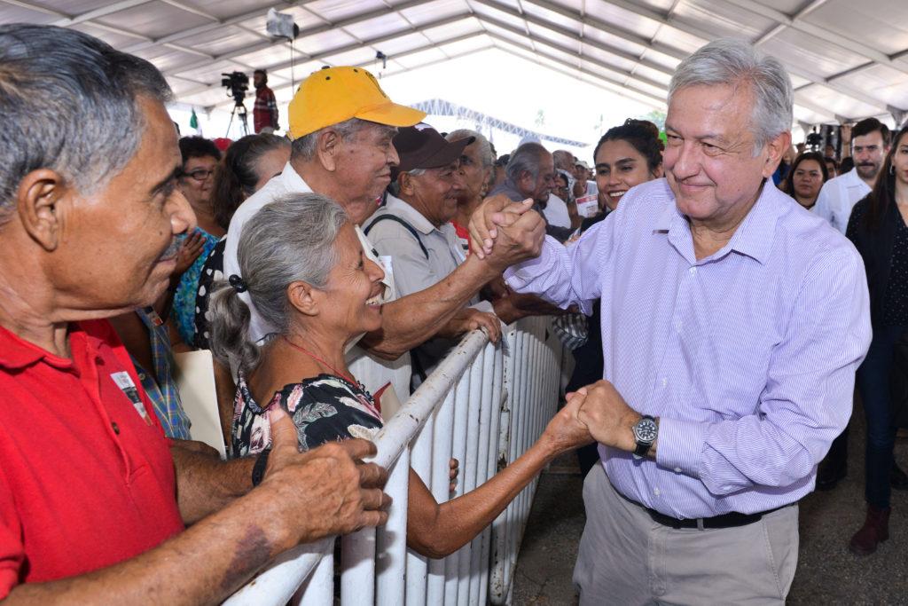 Morena quiere eliminar pago de IVA a beneficiarios de programas sociales