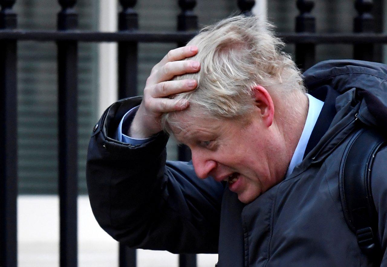 Primer ministro británico regresa a actividades gubernamentales