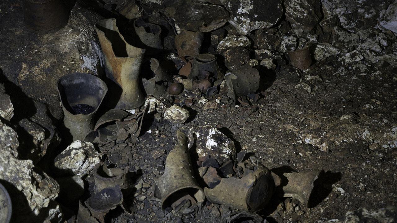INAH recupera ofrendas mayas de santuario subterráneo en Chichén Itzá