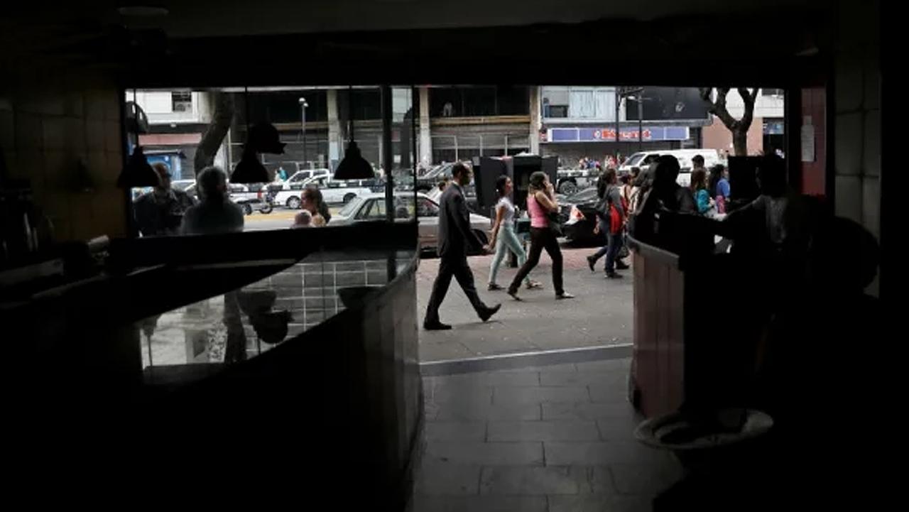 Guaidó tilda de tragedia falta de plantas en hospitales durante apagón
