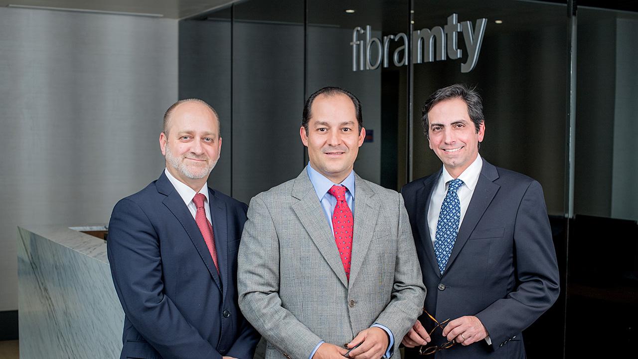 Los tres capitanes de Fibra Monterrey que hacen frente a la turbulencia