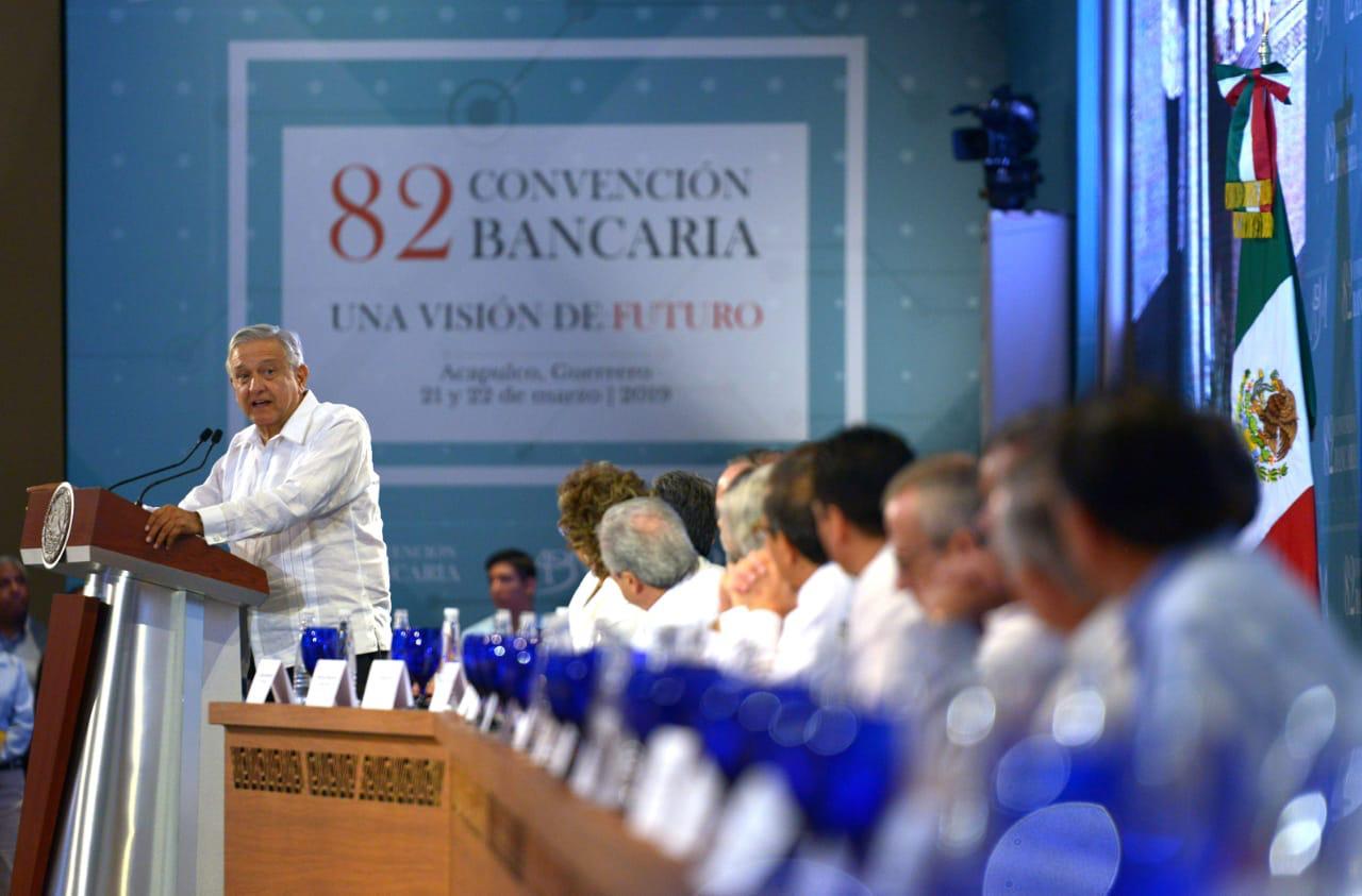 AMLO reitera: comisiones bancarias deben bajar por competencia, no por imposición