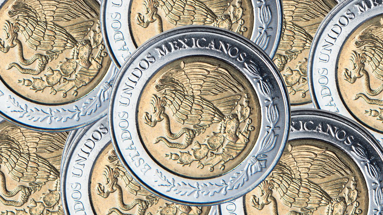Peso inicia la semana con pérdidas por tensión entre EU y China; cotiza en 22.37