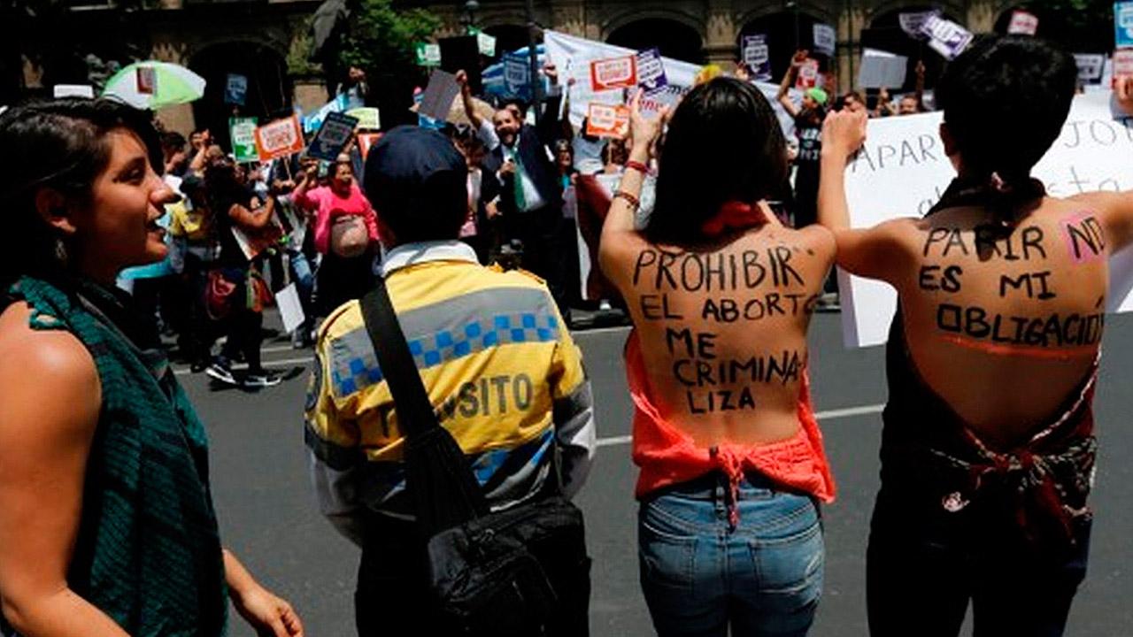 Feministas protestan para despenalizar aborto tras negativa de la SCJN en Veracruz