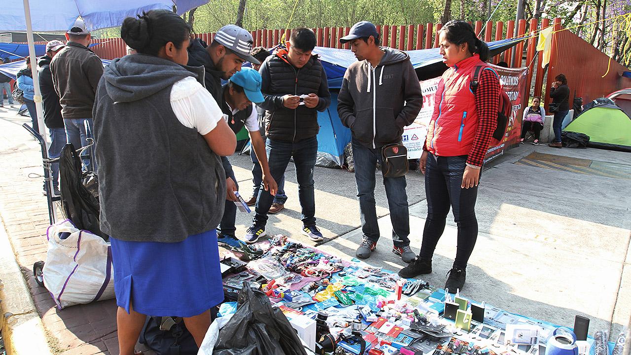 Prohíben la venta de celulares y otros productos en tianguis de CDMX
