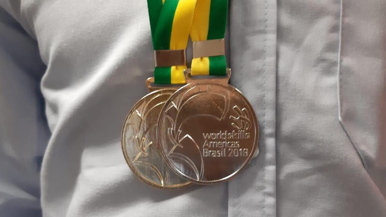 Estudiante de Conalep gana medalla de plata en torneo tecnológico continental