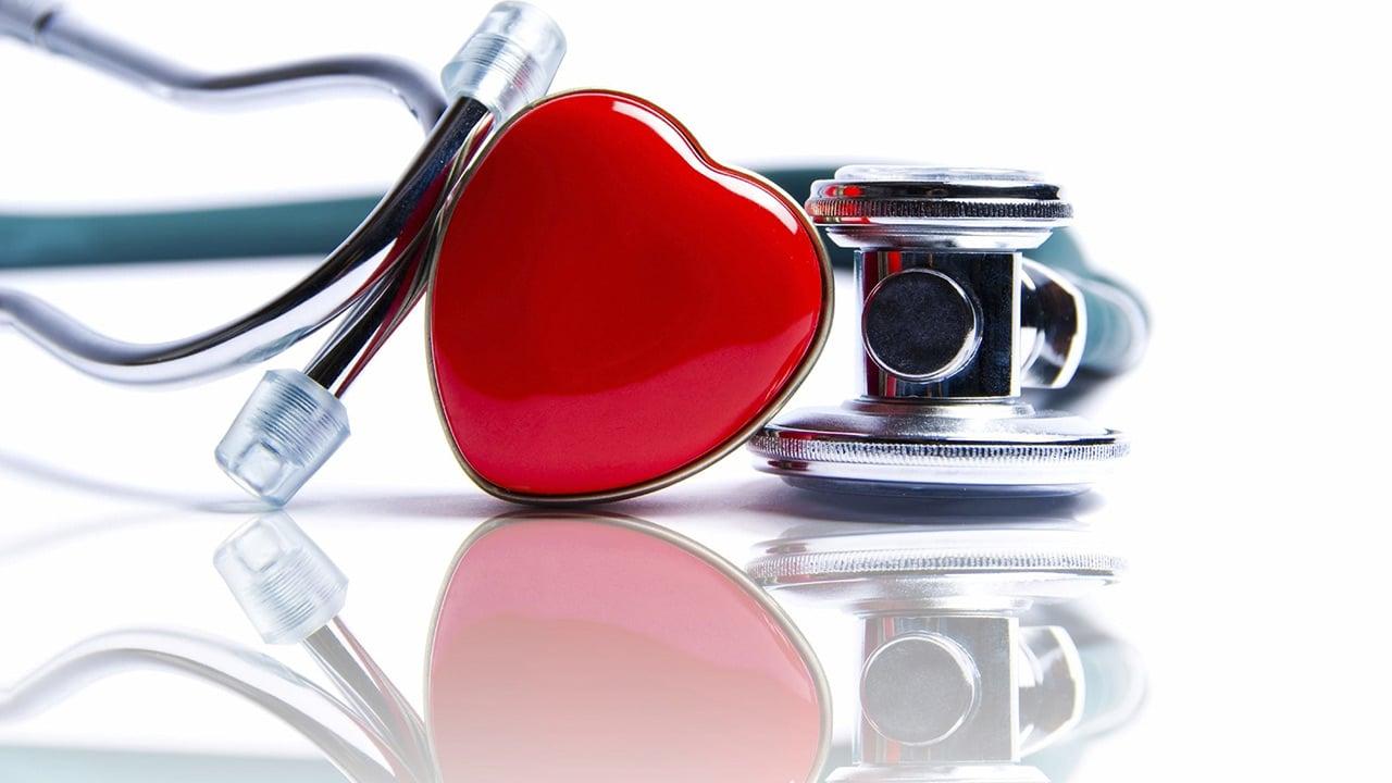 Estos son 10 consejos para controlar la hipertensión sin medicamentos