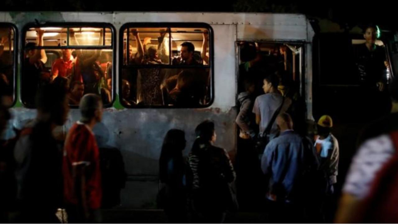 Servicio eléctrico se restablece en zonas de la capital de Venezuela