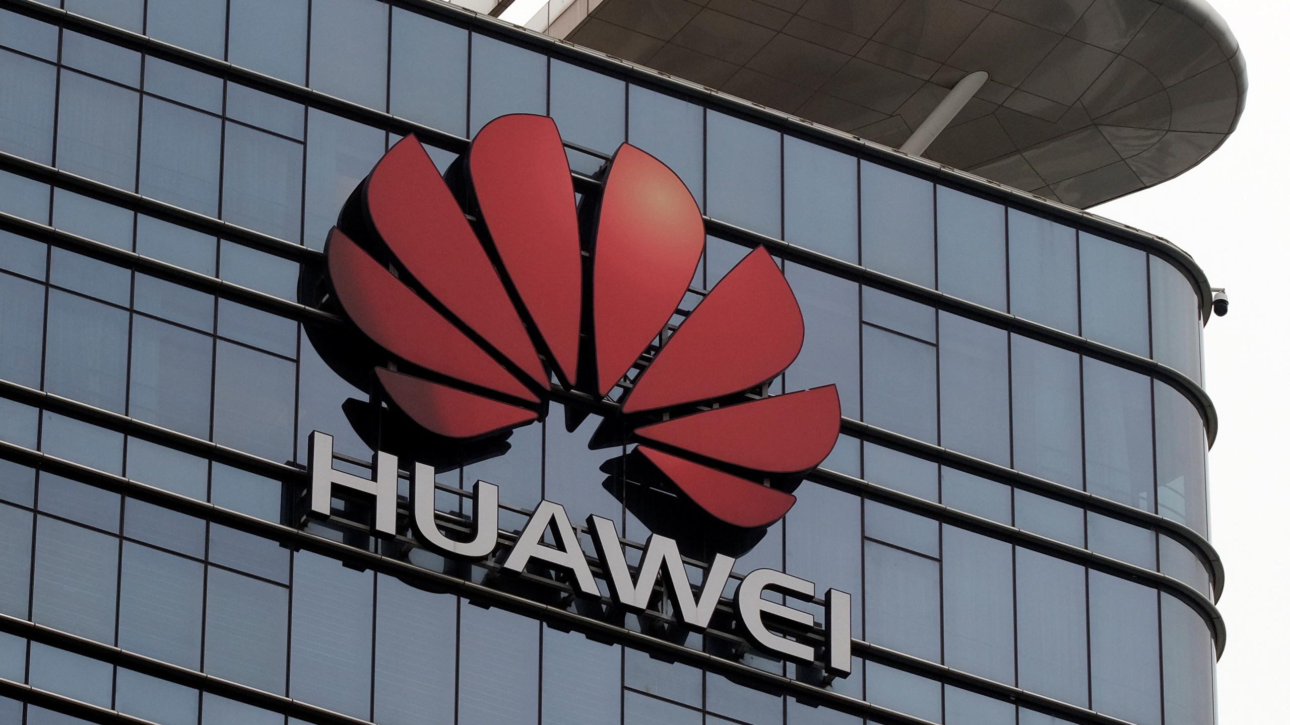 Huawei califica de 'injusto' y 'motivado políticamente' veto de EU