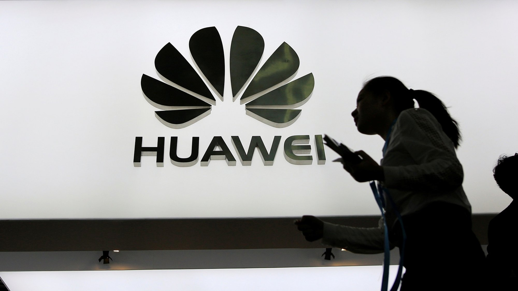 Huawei, entre 'la vida o la muerte' por veto de EU: Ren Zhengfei