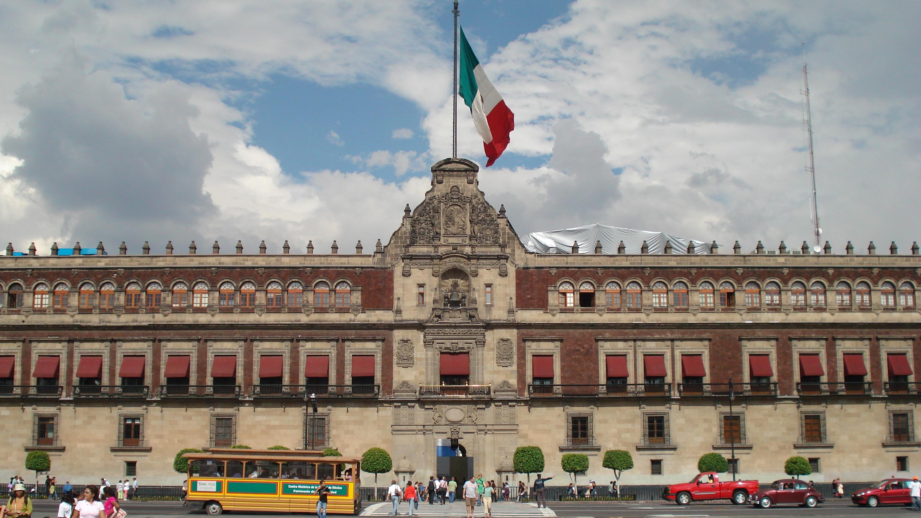 Casi 6 de cada 10 personas desconfían del gobierno en México