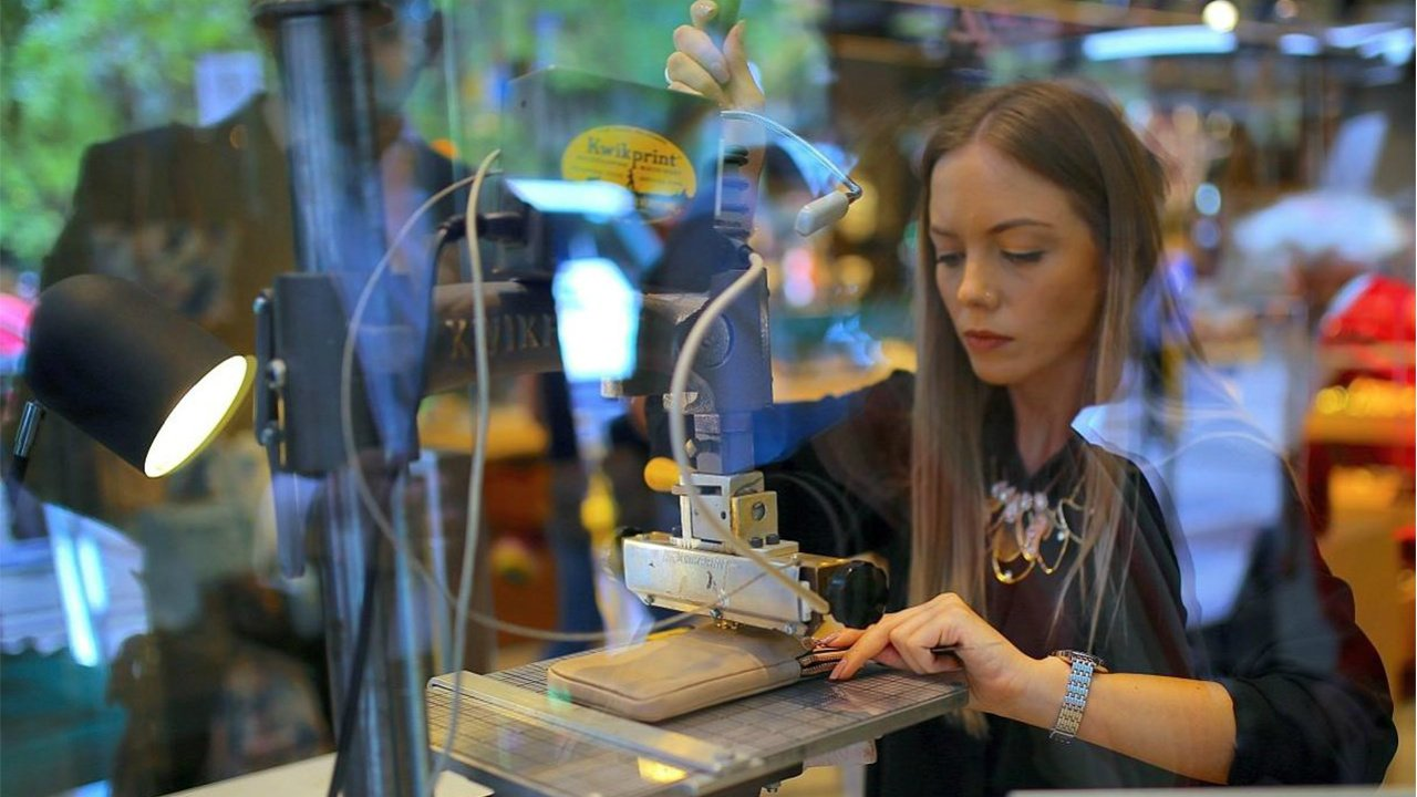 Mujeres, con acceso limitado a los salarios más altos: Inegi