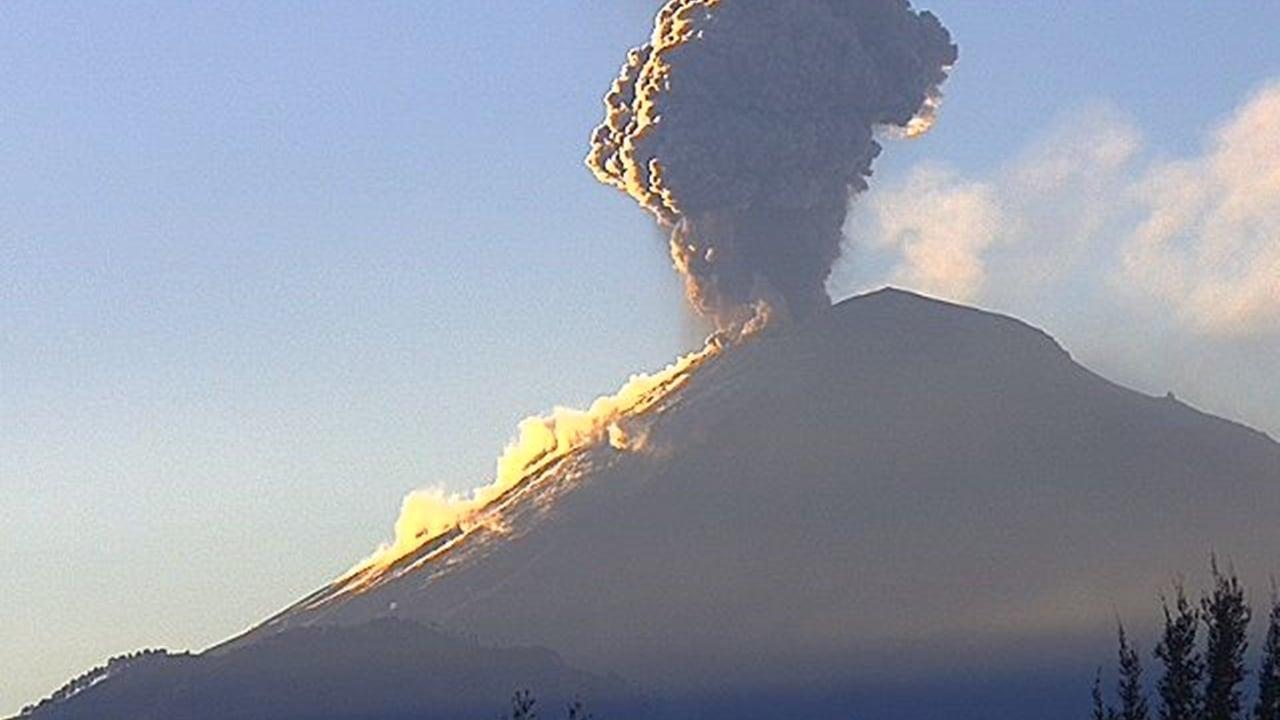 Popocatépetl expulsa fumarola de más de 4 kilómetros de altura