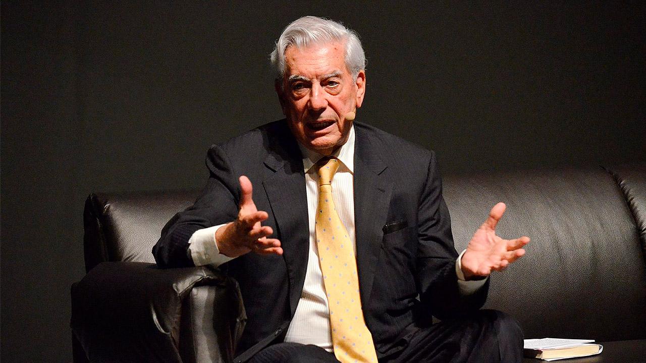 Vargas Llosa cuestiona a China por manejo de coronavirus, el gigante asiático se molesta