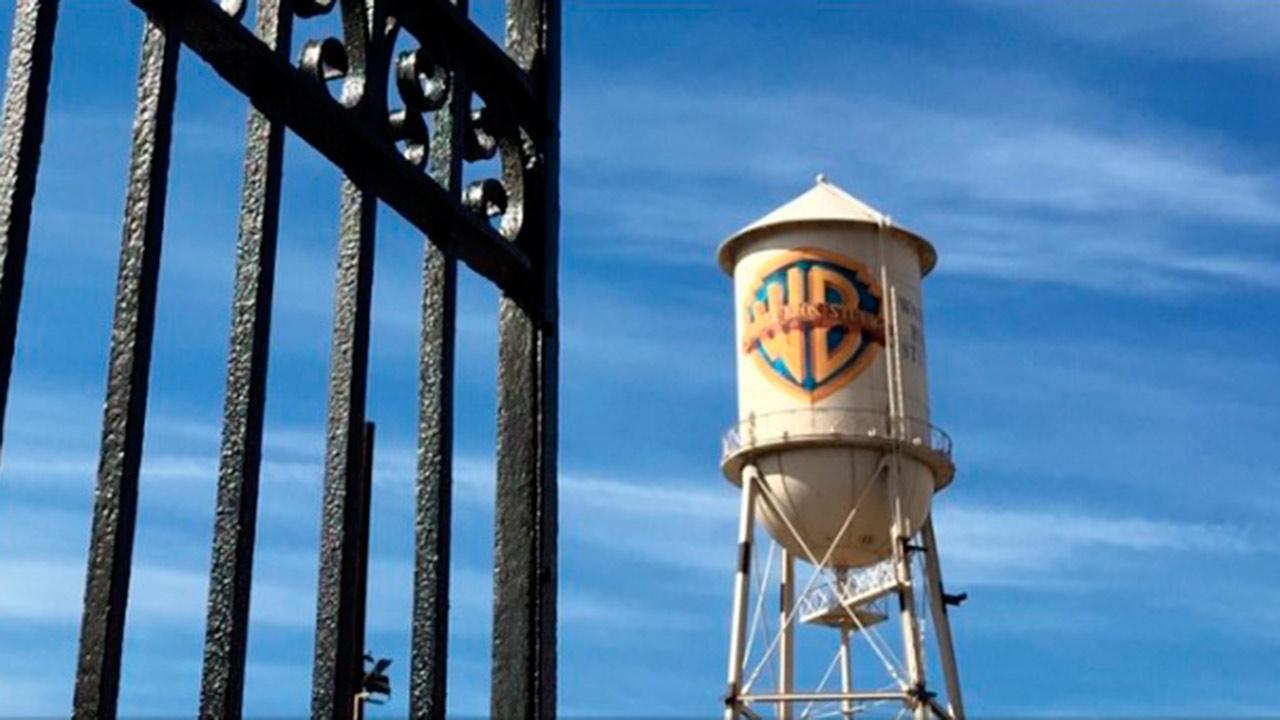 Renuncia directivo de Warner Bros por conflicto de interés