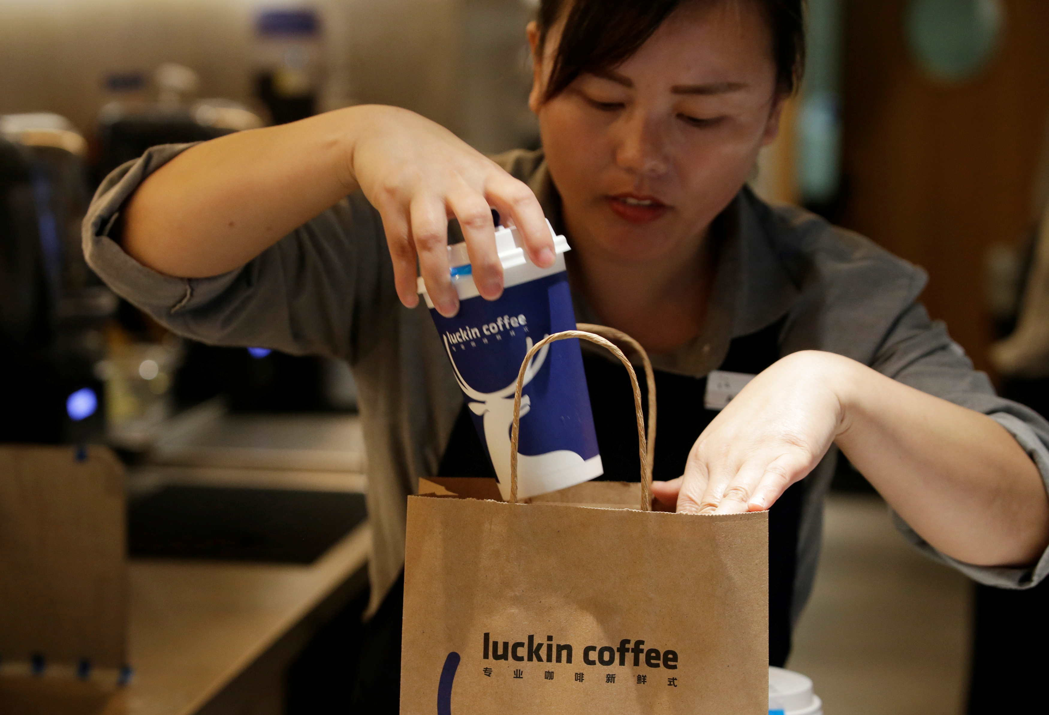 Luckin Coffee lucha por ganar el mercado chino, una taza de café a la vez