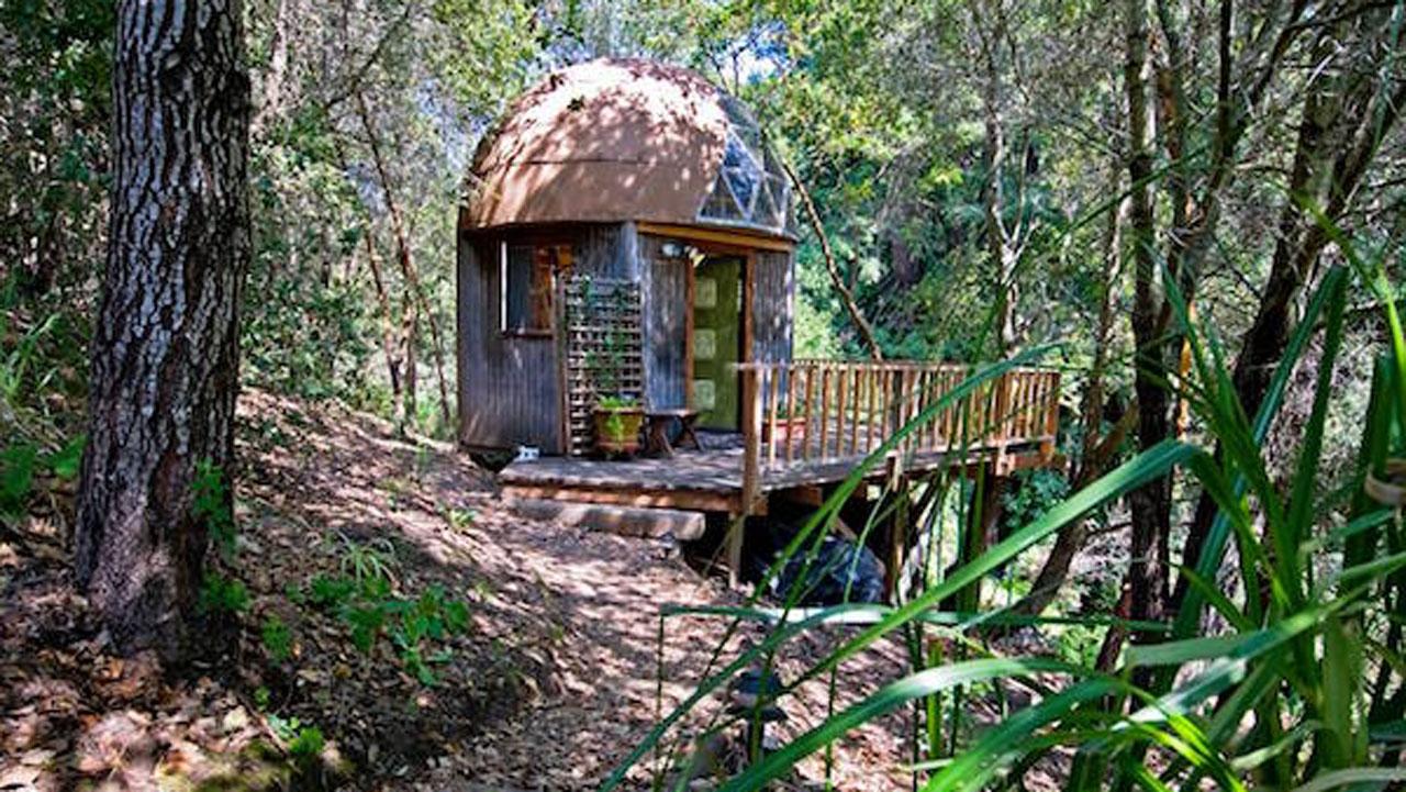 El Airbnb más popular del mundo es una pequeña cabaña y aquí te mostramos dónde