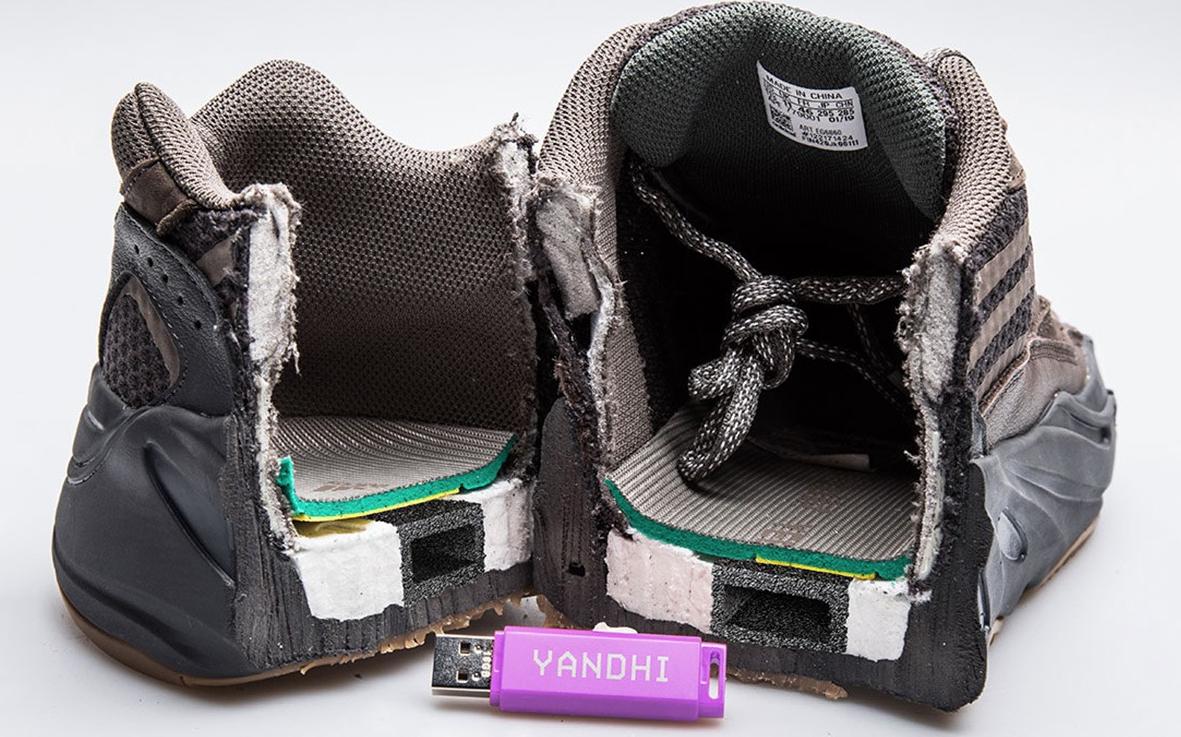 Kanye West adelanta nuevo álbum en USBs escondidos en la entresuela de sus tenis