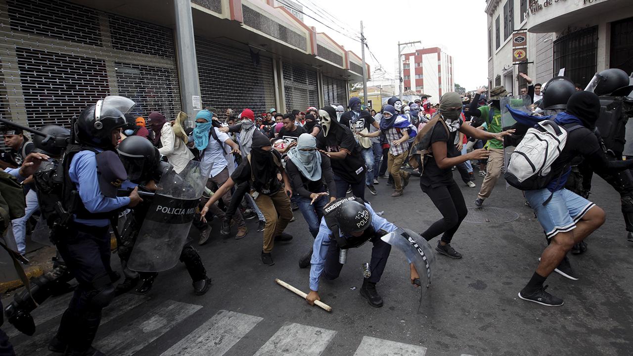 Congreso de Honduras suspende aprobación de leyes tras violentas protestas