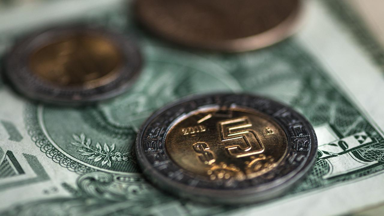 Peso repunta, pero cierra septiembre con pérdida de 1.1%